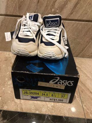 亞瑟士asics6.5號跑步鞋