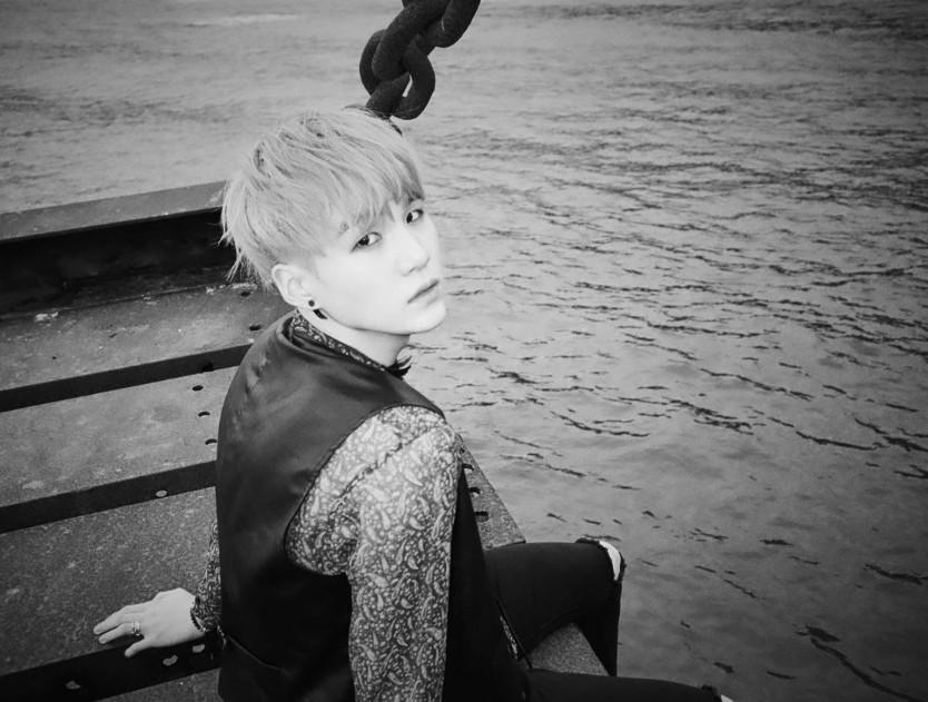 슈가 (Suga) 방탄소년단 (BTS) - HYYH Pt. 1 ALBUM (화양연화/花樣年華) Photocard (PC)