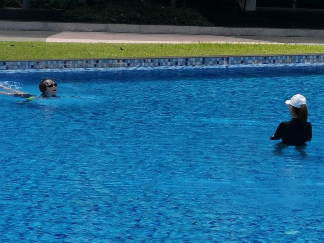 ADULT SWIMMING LESSON/ FEMALE SWIMMING INSTRUCTOR
