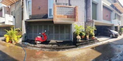Disewakan Town House at Cipete With Pool & Furnished