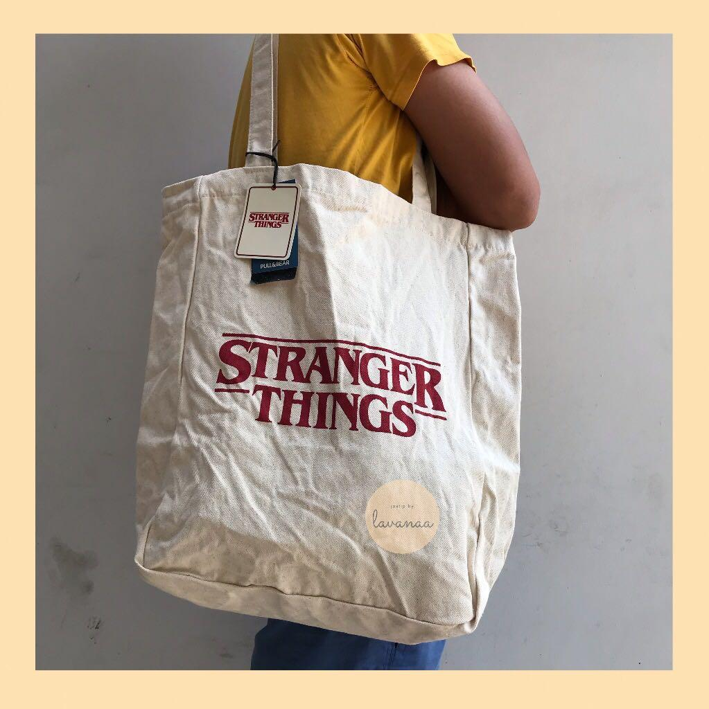Tote Bag Stranger Things Pull and Bear Merchandise