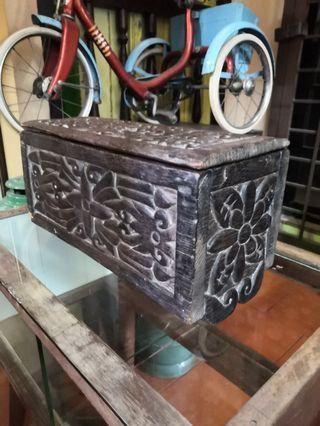 Kotak ukiran antik