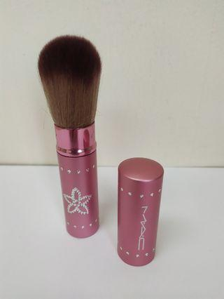 MAC Collection Retractable Face Brush