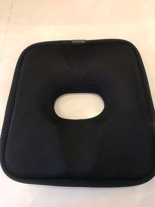 【super舒馬克】獨家研發脊椎舒壓太空記憶棉美臀坐墊 避免痔瘡緩解壓力(黑色)
