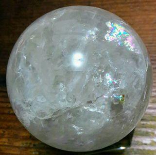 天然白水晶球,直徑7.5公分,600公克一斤,帶彩光七彩效應