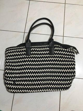 Et Cetera black and white anyam Hand Bag
