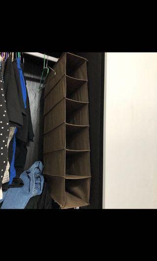 六層收納格 掛衣櫃裡可以分類~