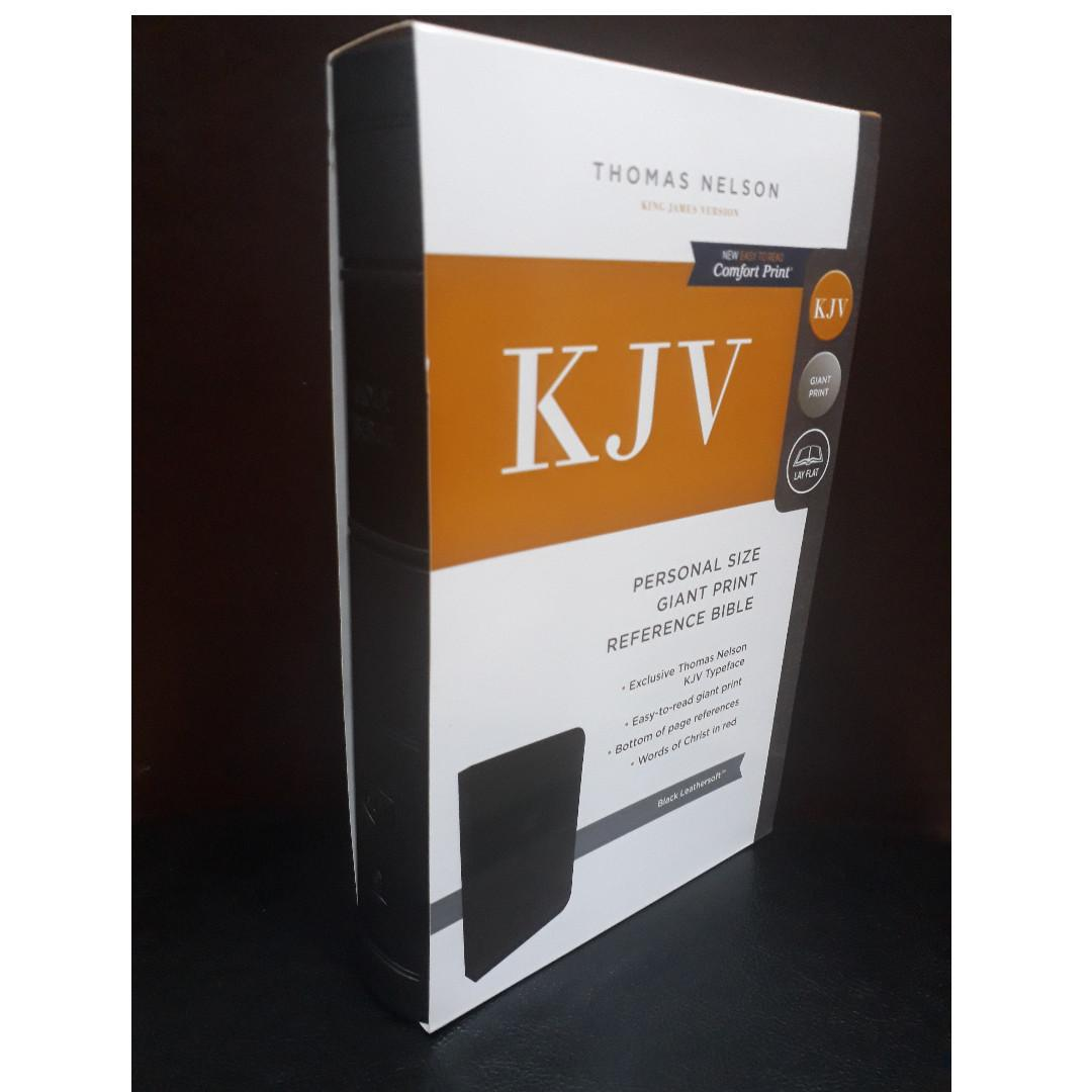 Thomas Nelson KJV Personal Size Giant Print Reference Bible (Black Leathersoft)