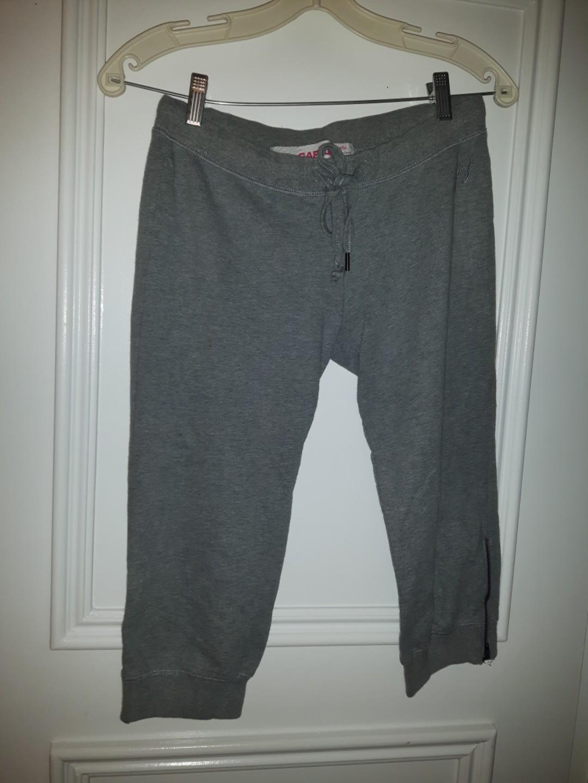 Xs Low Rise Capri/Crop Sweatpants in Grey with leg zipper