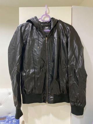 (全部出清)購入3500百貨公司專櫃✨Lee 皮外套✨防風外套✨風衣 羽絨外套 毛料外套 大衣 西裝外套 皮衣