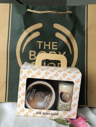 The bodyshop gift set body butter shower cream