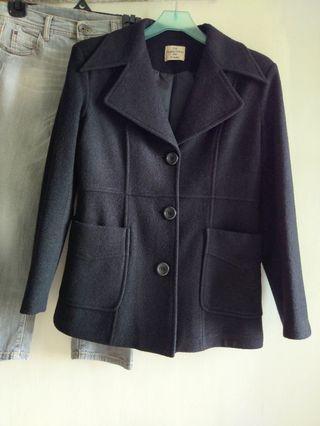 黑色毛料外套