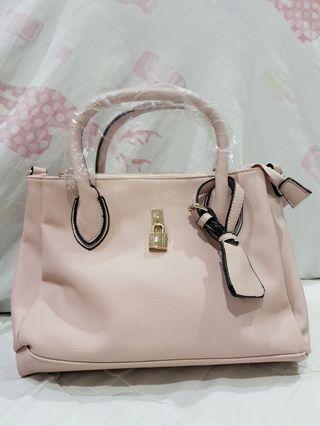 女用粉色多夾層包包💕