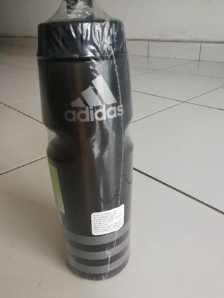 Adidas water bottle 750ml