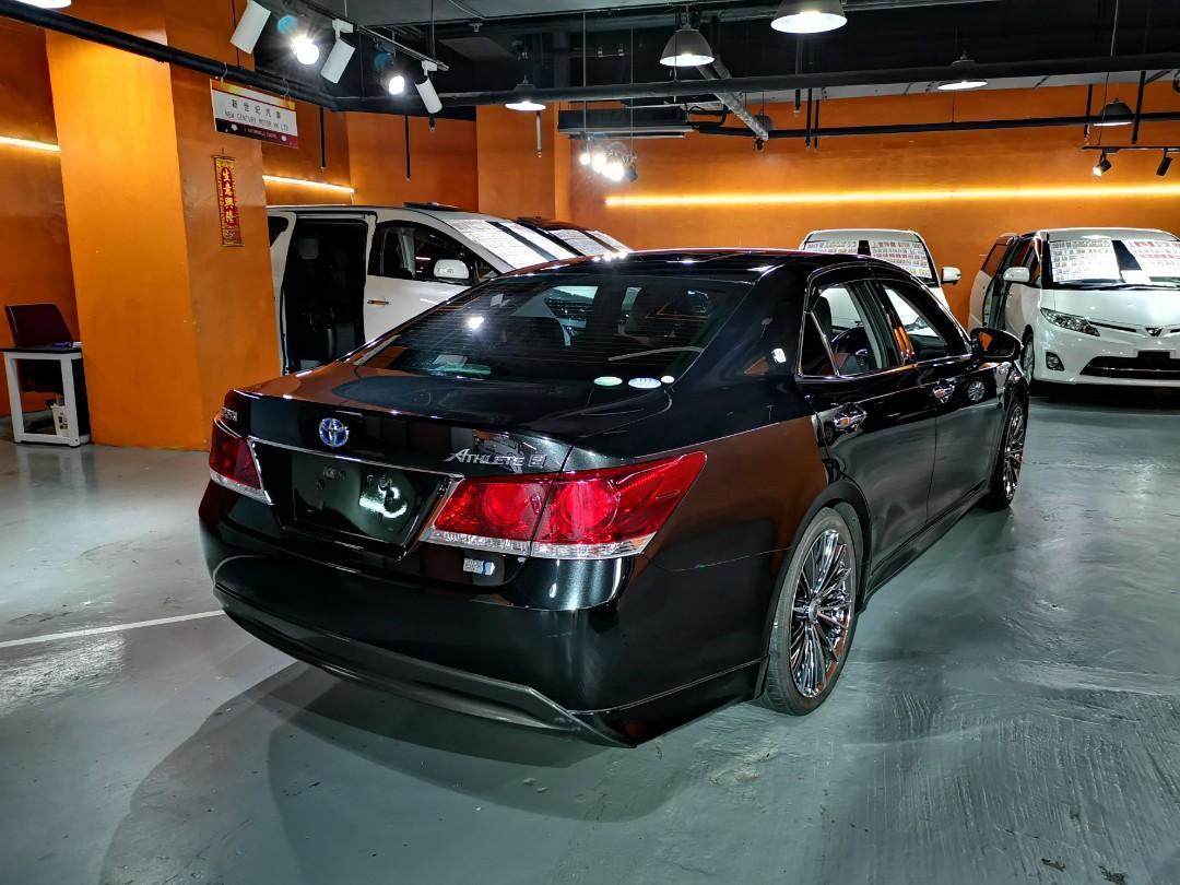 2013制 Toyota Crown Hybrid Athlete S