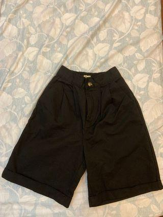 《當天出貨》黑色高腰五分褲