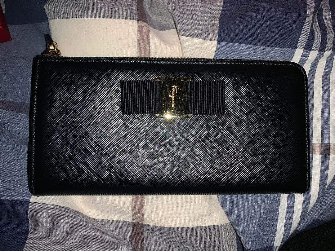 Classic Salvatore Ferragamo Miss Vara Half Zip Continental Wallet Black