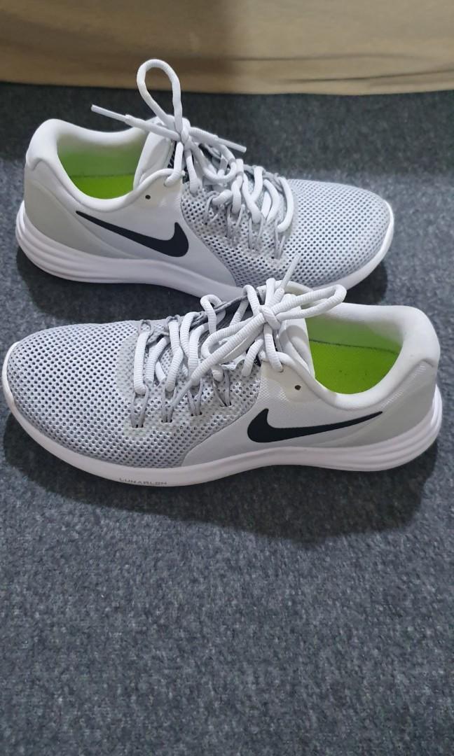 Cromático representante sabiduría  Nike Lunarlon Authentic (Black & White), Men's Fashion, Footwear, Sneakers  on Carousell