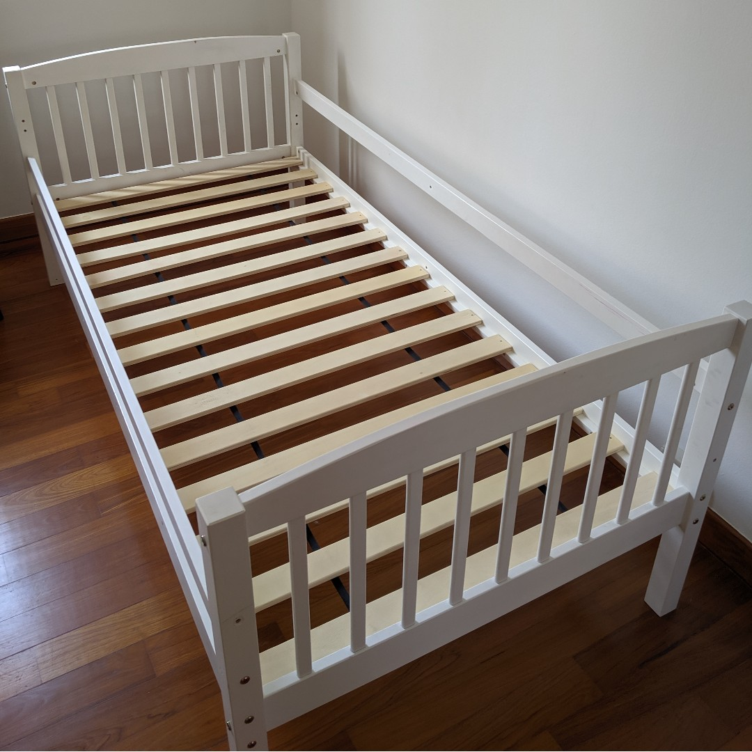 Picture of: Single Bed Frame White Wooden Furniture Beds Mattresses On Carousell