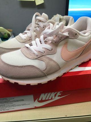 Woman Nike MD runner