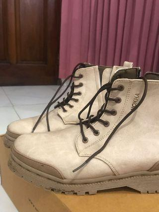 Sepatu boat wanita