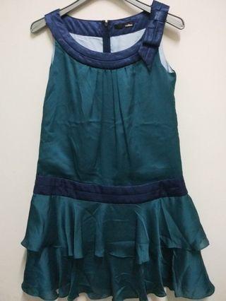 日本綠色緞面蝴蝶結洋裝(9成新,這件實品更美哦)