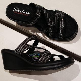 New - Skechers (Cali)