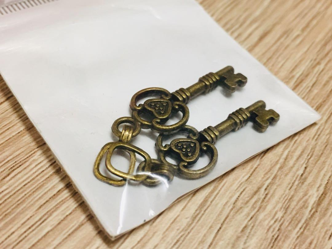 手作材料小鑰匙吊飾2個
