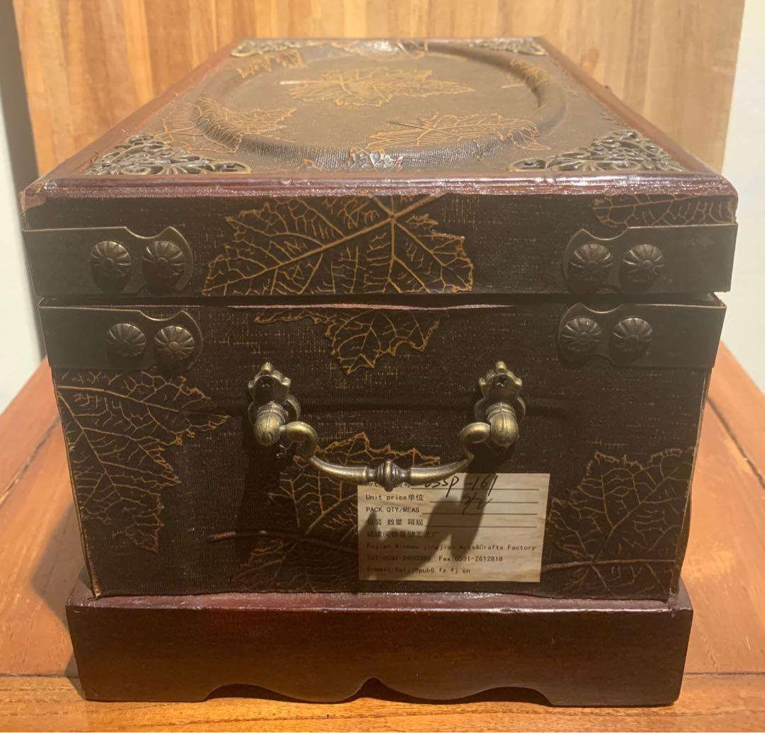 木盒 請細看照片 388含店到店運費