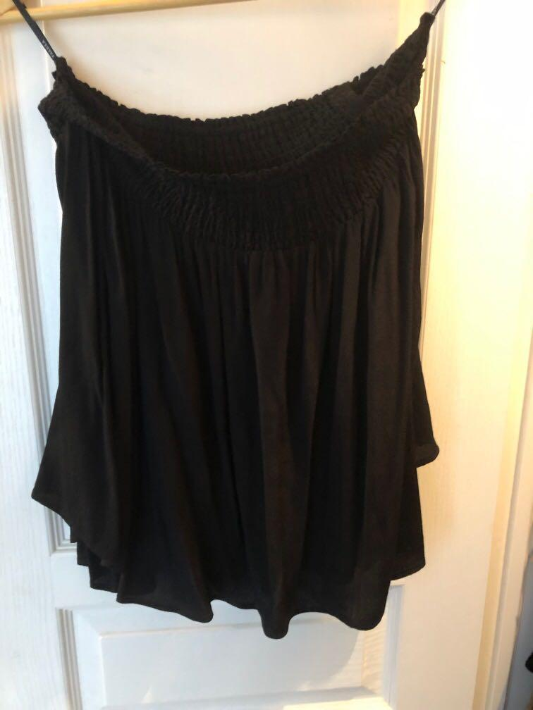 Aritzia black off the shoulder shirt, worn once size S