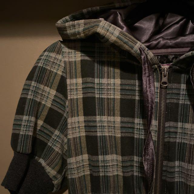 Dex sweater dress. Zip up with t-shirt sleeves and a hoodie. Plaid pattern in a dark green and grey. Perfect for all seasons!
