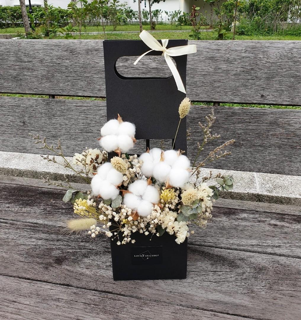 (FB08) Dried Cotton Flowers Floral Box