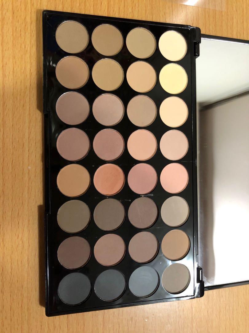 Makeup Revolution eyeshadow 32色眼影盤