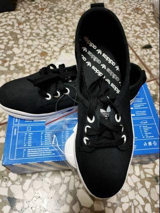 adidas   Nizza 帆布鞋又流行回來囉 全新黑 正品