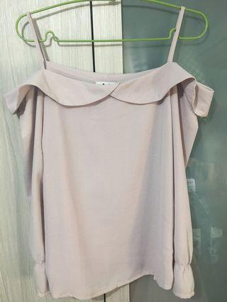 粉色細肩荷葉平口上衣