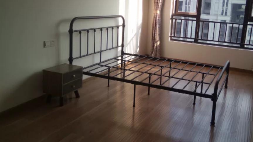 鐵床(不包床褥) BED (NO MATTRESS)