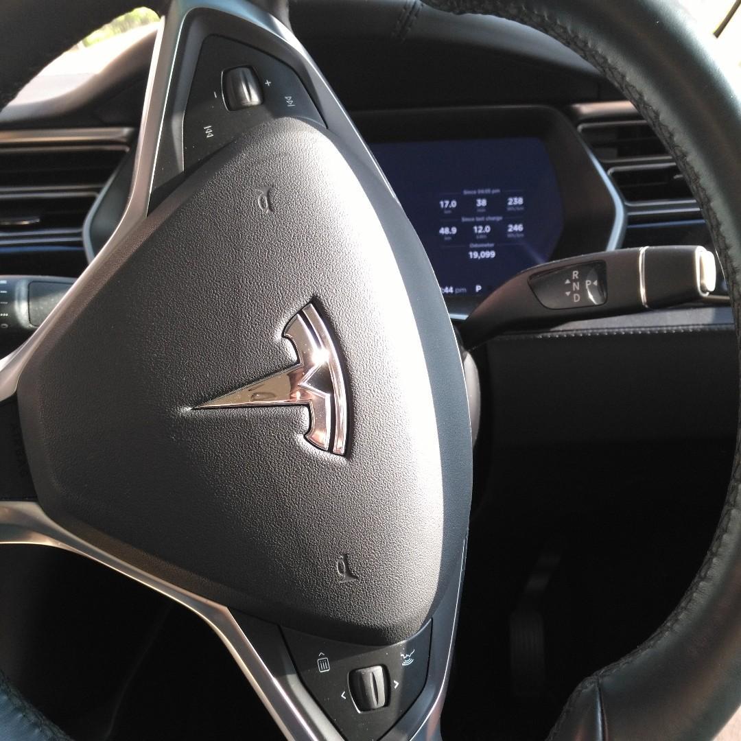 Tesla Model X 60D