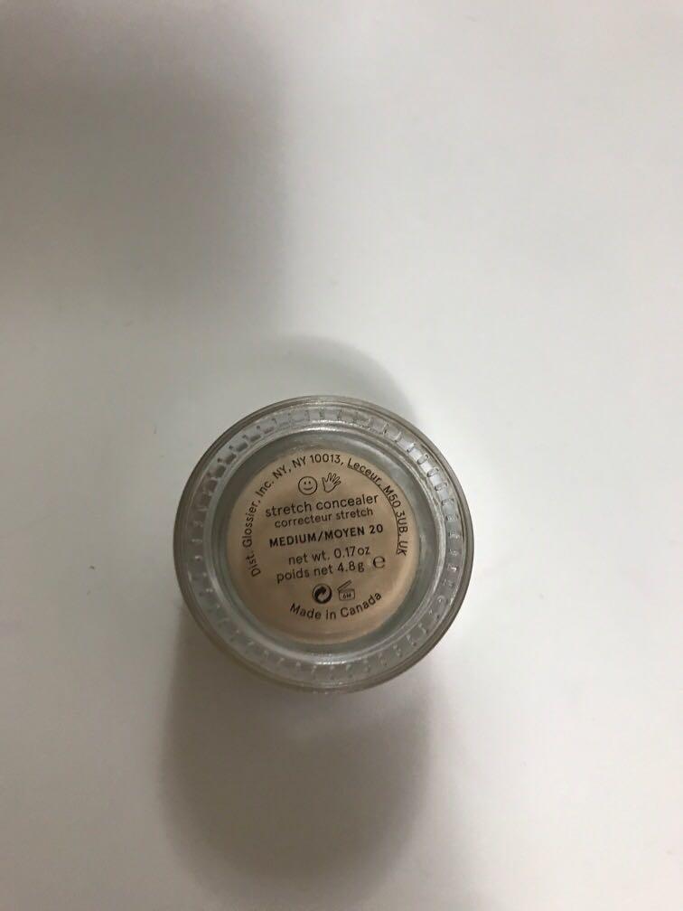 Glossier stretch concealer medium