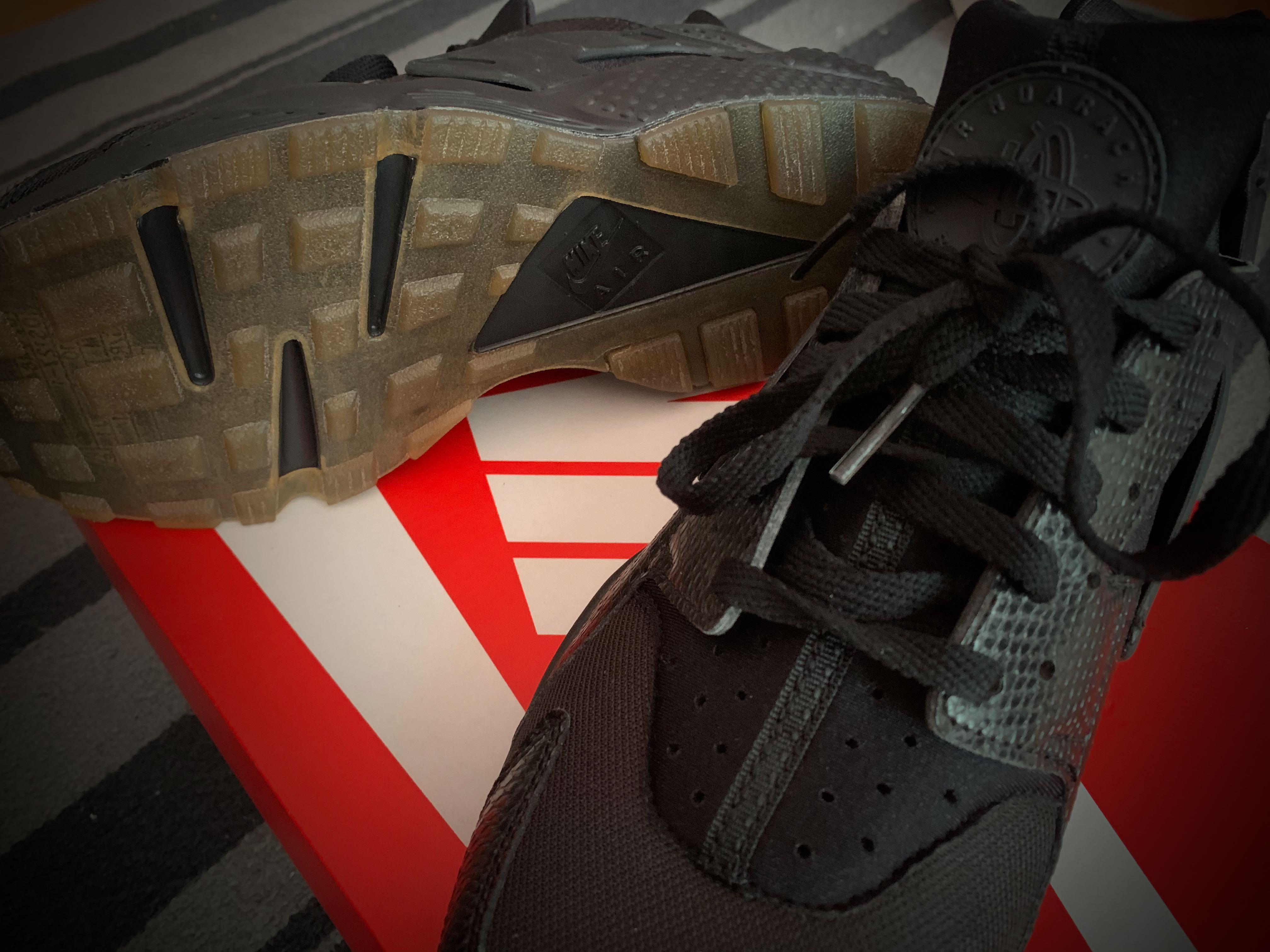 Nike Air Huarache Black/Elemental Gold