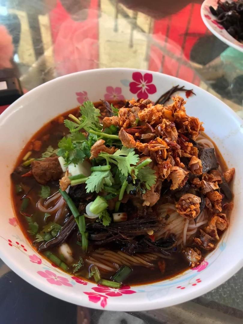 Pattaya Thai chicken/pork skewer cooked/uncooked and northern thai food