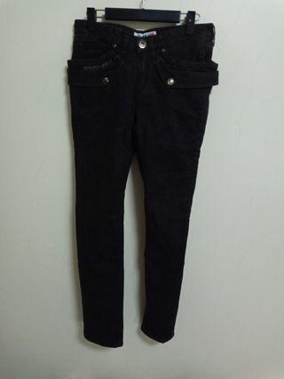 (原價990)Gossip 低腰緊身窄管黑褲 --299運費30,399免運--