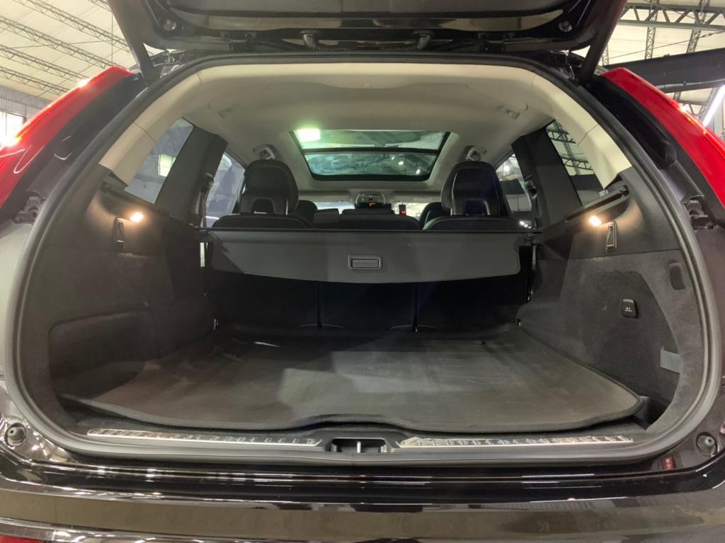 2016年出廠 最新款Volvo XC90 D4 M+頂級晶鑽黑