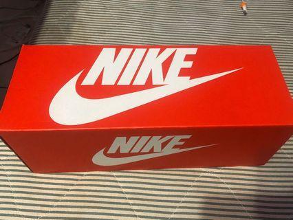 Nike粉色拖鞋