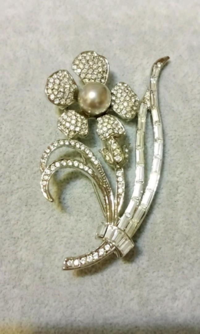 🍄全新 珍珠花朵亮鑽胸針 別針