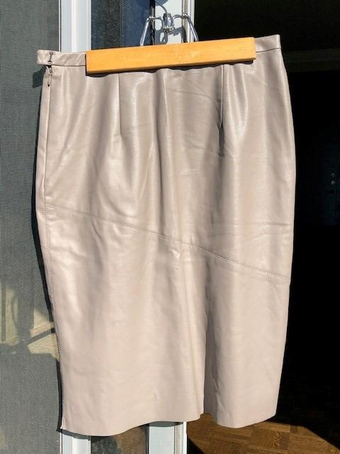 Beautiful and luxurious Maxazria leather skirt on sale!!