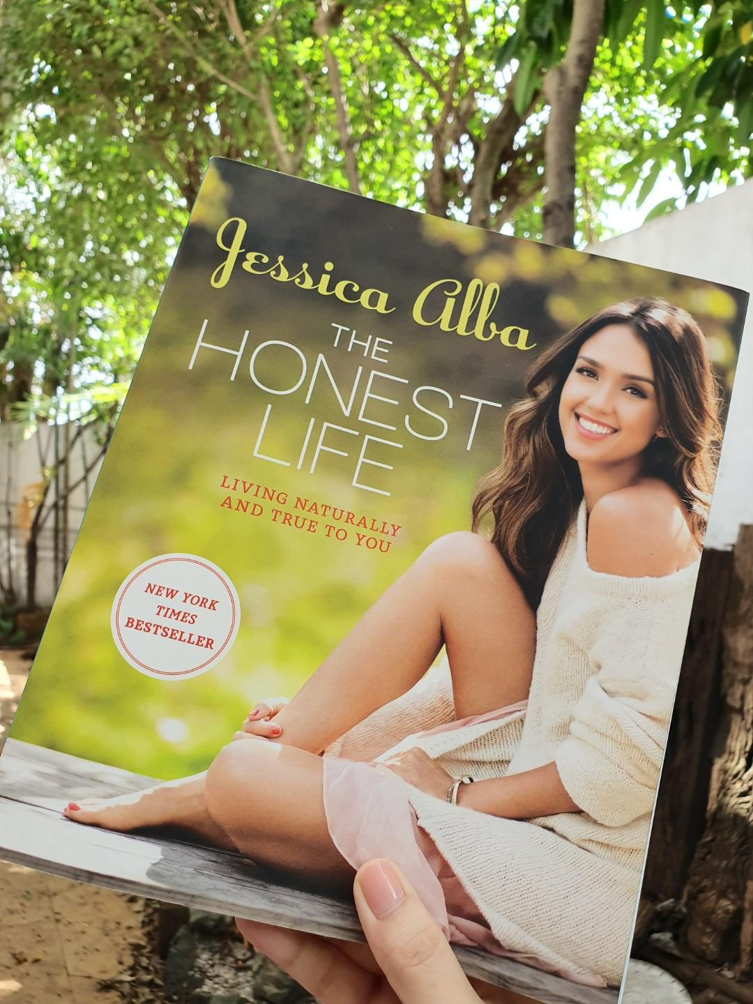 Celebrity book bundle: Jessica Alba's The Honest life and Gwyneth Paltrow's My Father's Daughter (Hardbound)