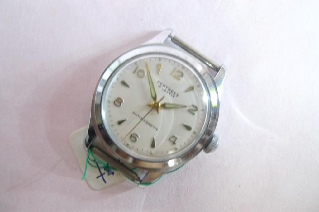 New Old Stock - Vintage FORTRESS 17-J Antimagnetic Hand-Winding Watch