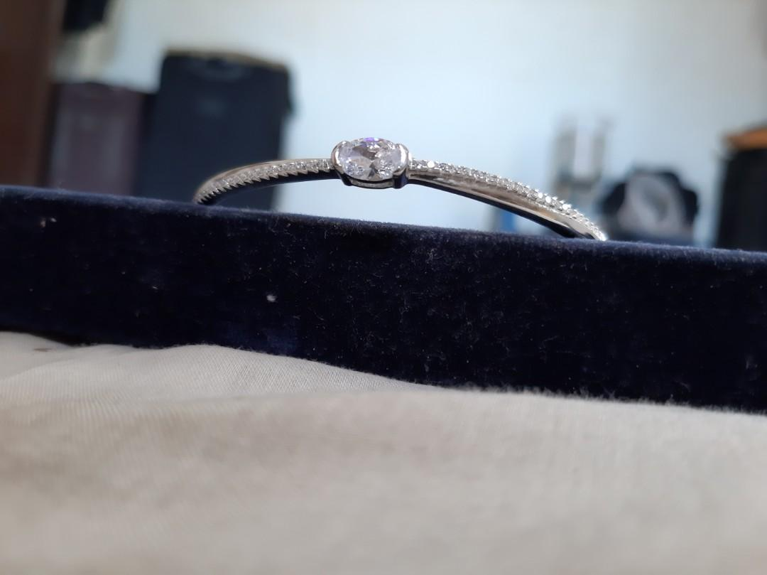 unique bracelet. very beautiful made in silver 92.5 and stone high quality CZ Diamond. wedding anniversary gift.