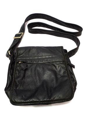 Leather slingbag