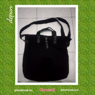 UNIQLO tas slingbag hitam